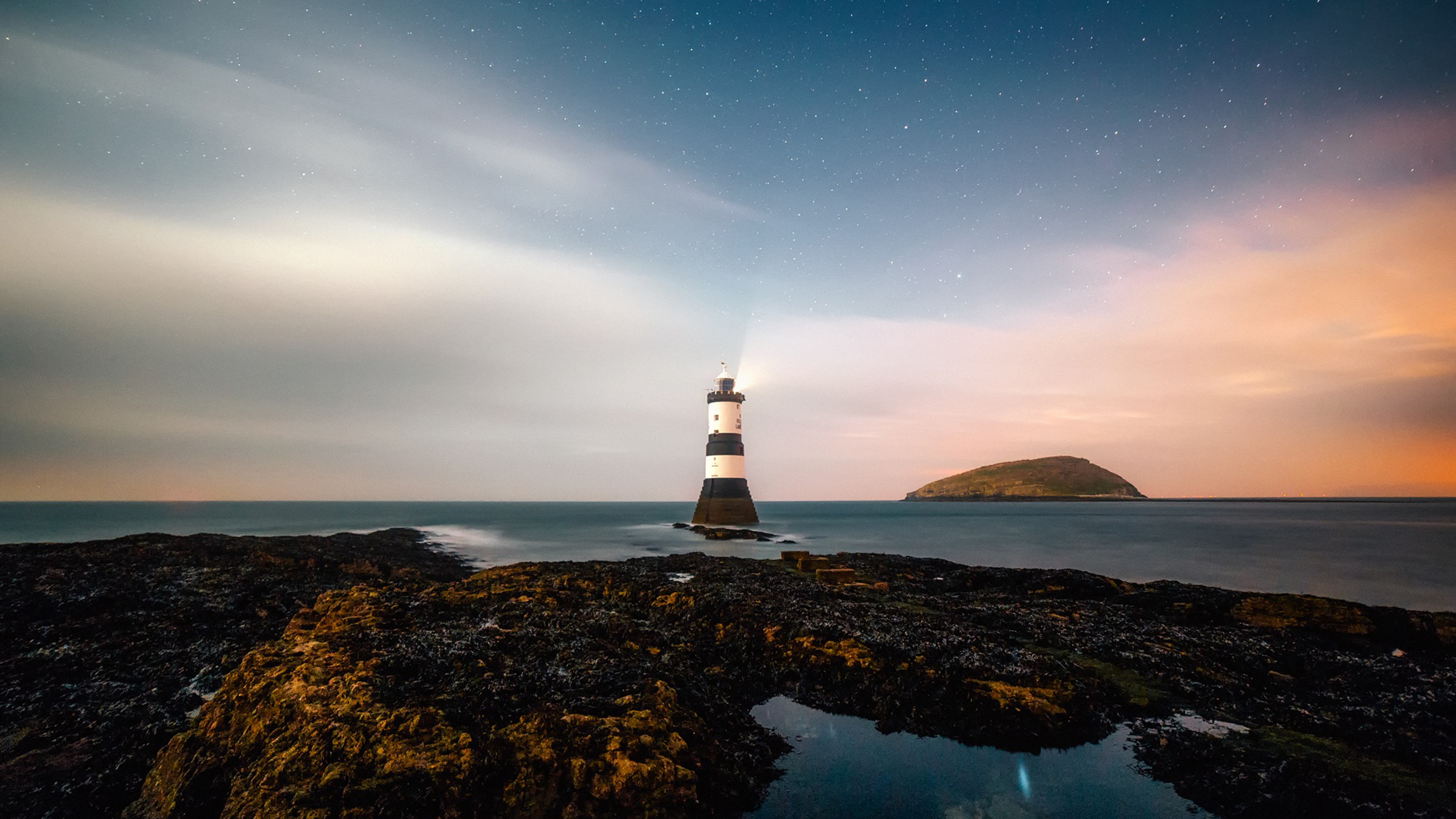 Free Lighthouse ChromeBook Wallpaper Ready For Download